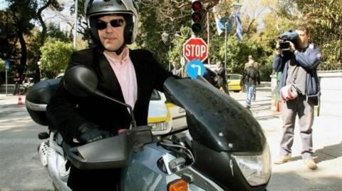 «Αυγή» προς «Νέα»: Ο Τσίπρας έδωσε τη μοτοσικλέτα του σε τρομοκράτες