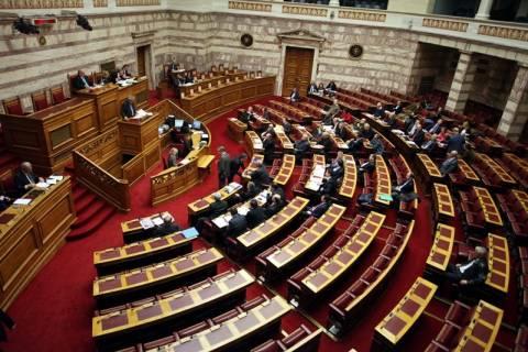 Σφοδρή αντιπαράθεση στη Βουλή για τα υποβρύχια