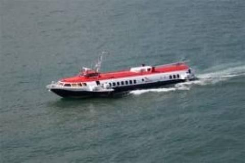 «Δελφίνι» με 29 επιβάτες προσάραξε στη νησίδα Τσελεβίνια