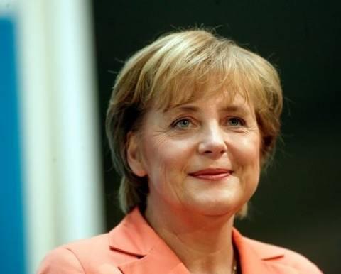 Μέρκελ: Σε νέο στάδιο η σχέση Παρισιού-Βερολίνου