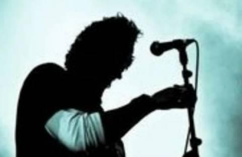 Τραγουδιστής «σπρώχνει» κόκα στα Νότια Προάστια