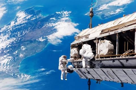 «Βόλτα» στο διάστημα θα κάνουν οι αστροναύτες του ISS