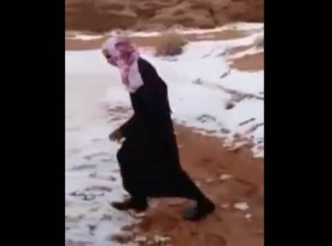 Ο άραβας είδε χιόνι και... τρελάθηκε! (βίντεο)