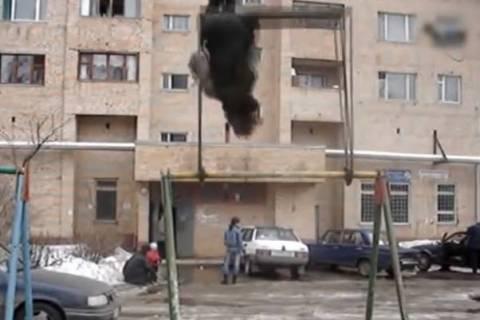 Έτσι κάνουν κούνια στη Ρωσία... (βίντεο)