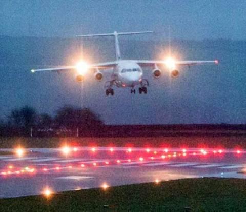 Βίντεο-ΣΟΚ: Τρομακτική προσγείωση αεροπλάνου στη Βρετανία