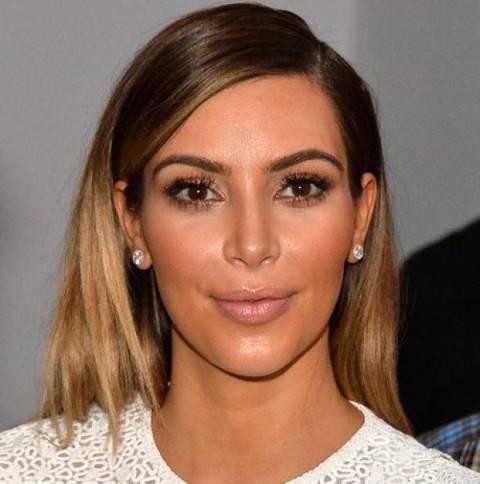 Η Kim Kardashian με sexy μαγιό, 6 μήνες μετά την εγκυμοσύνη
