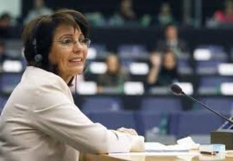 Ξεχνά κόντρα... με Τσίπρα για να μείνει Βρυξέλλες