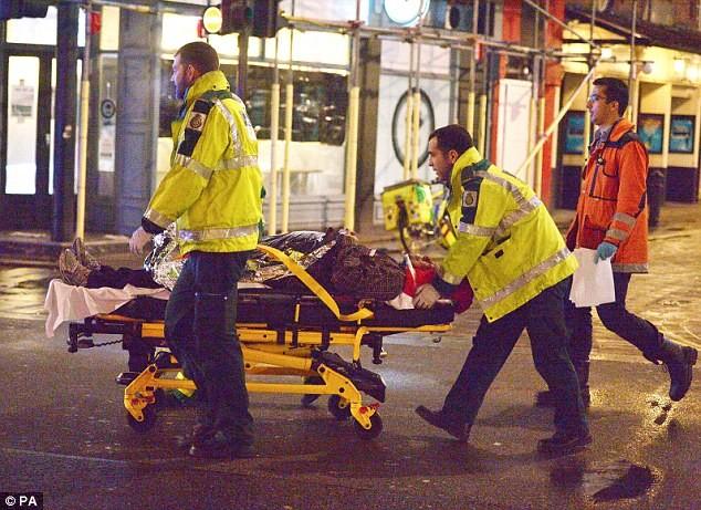 88 τραυματίες μετά από κατάρρευση τμήματος οροφής θεάτρου