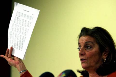 ΟΚΑΝΑ: Στο πεζοδρόμιο έδωσε συνέντευξη η Μένη Μαλλιώρη
