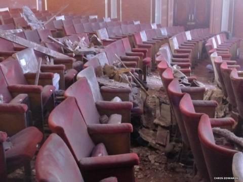 Τα αίτια της κατάρρευσης του Apollo Theatre αναζητά η αστυνομία