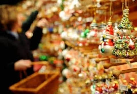 Σε χριστουγεννιάτικους ρυθμούς την Κυριακή τα μαγαζιά