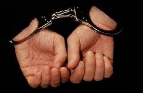Σύλληψη υπαλλήλου του ΙΚΑ και λογιστή για εκβιασμό