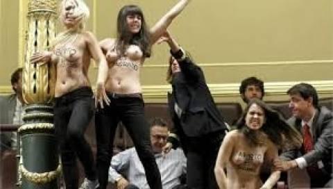 Ισπανία: Υπέρ της «ελεύθερης άμβλωσης» διαδήλωσαν οι Femen
