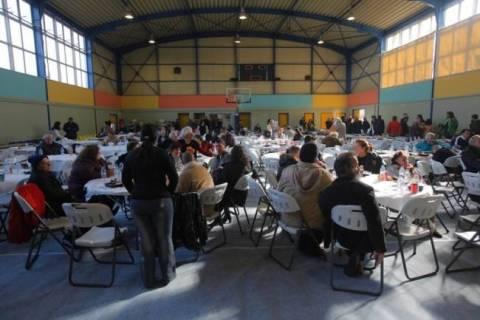 Δήμος Αθηναίων: Εορταστικό τραπέζι από το Κέντρο Υποδοχής