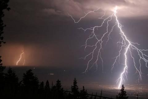 Χριστούγεννα με βροχές και καταιγίδες - Πού θα χτυπήσει η κακοκαιρία