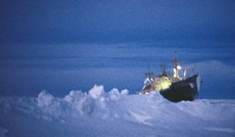 Αυστραλία: Κόλλησε στους πάγους πλοίο