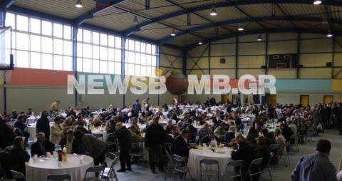 Εκατοντάδες στο χριστουγεννιάτικο γεύμα αγάπης του δήμου Αθηναίων