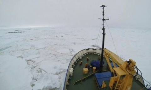 Ρωσικό πλοίο κόλλησε στους πάγους της Ανταρκτικής