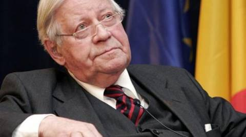 Σμιτ: Πρέπει να γίνει κούρεμα στο ελληνικό χρέος!