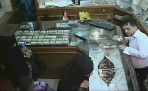 6χρονο κοριτσάκι έκλεψε 133.000 δολ. από κοσμηματοπωλείο (vid)