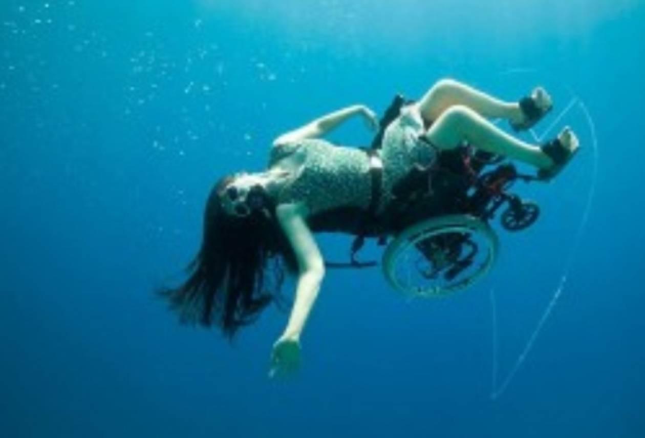 Βίντεο: Κατάδυση με αναπηρική καρέκλα