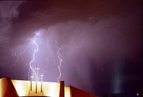 Κεραυνός χτύπησε εκκλησία στο Μαλάουι - Οχτώ νεκροί