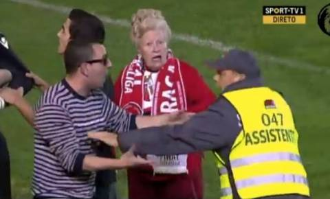 Η γιαγιά... χούλιγκαν! (βίντεο)