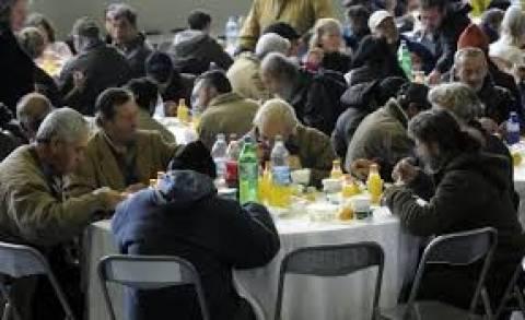 Εορταστικό τραπέζι από το Κέντρο Υποδοχής του δήμου Αθηναίων