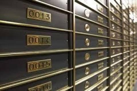 Απίστευτο: «Επιστράτευσαν» πιστολάκια για να στεγνώσουν... τις θυρίδες