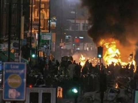 Τέσσερα αστυνομικά τμήματα πυρπολήθηκαν στο Ράμαντι