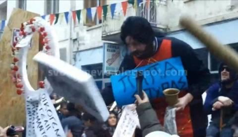 Βουλευτής την ημέρα...«Παπα-Σούρας» την Πρωτοχρονιά! (βίντεο)