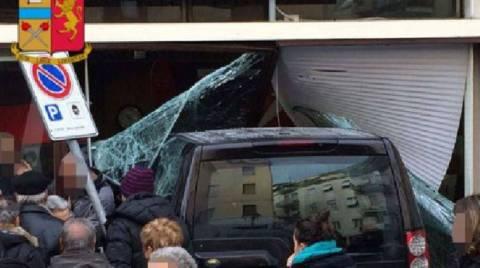 Ιταλία: Εισέβαλε με τζιπ σε τράπεζα - Μια νεκρή