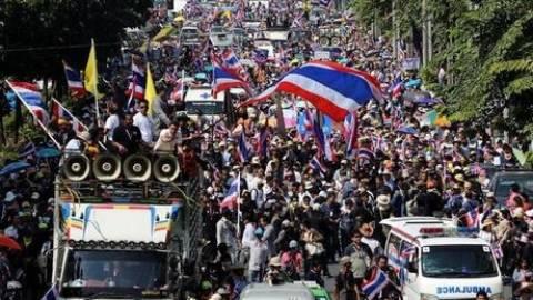 Μπανγκόκ: Στους δρόμους χιλιάδες αντικυβερνητικοί διαδηλωτές
