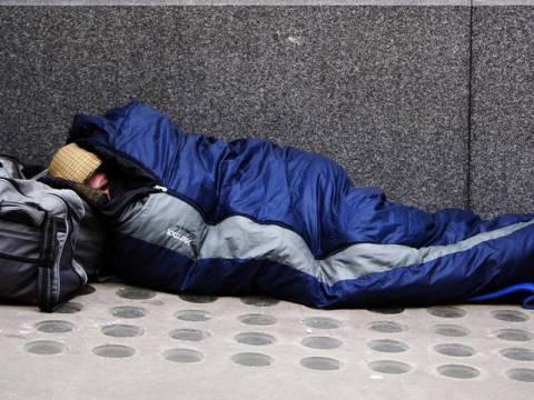 Το κράτος θα νοικιάζει σπίτια στους άστεγους