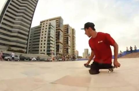 ΣΥΓΚΙΝΗΤΙΚΟ: Επαγγελματίας σκέιτερ χωρίς πόδια δίνει μάθημα ζωής (vid)