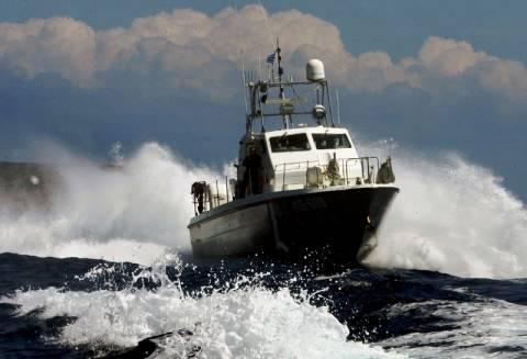 Μεταφορά ηλικιωμένου ασθενή από την Τήλο με σκάφος του Λιμενικού