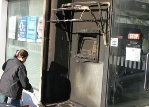 Εμπρησμοί σε ΑΤΜ και αυτοκίνητα σε Πειραιά και Ν. Φάληρο