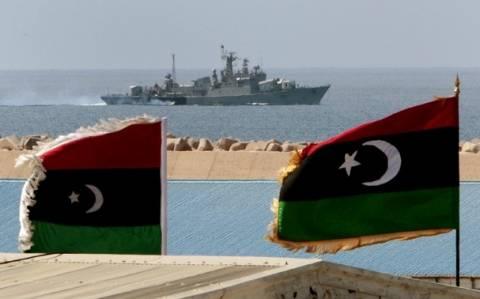 Λιβύη: Πολεμικό πλοίο άνοιξε πυρ σε πετρελαιοφόρο