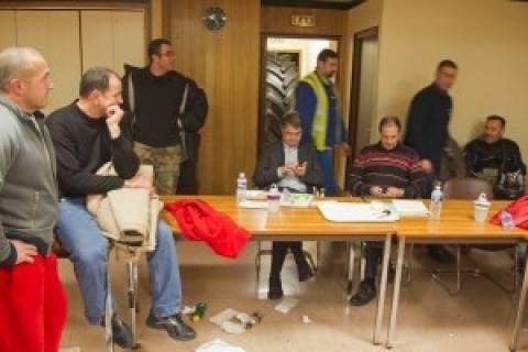 Γαλλία: Ομηροι των εργαζομένων δυο μάνατζερ της Goodyear