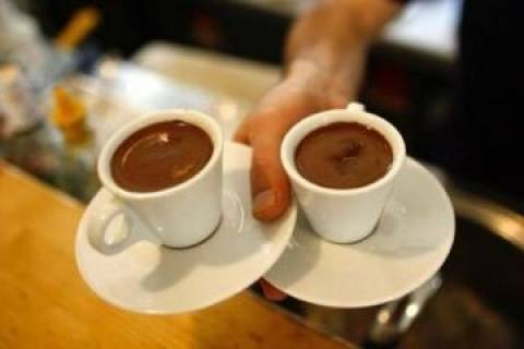 Πάτρα: Την... κοπάνησαν με τους καφέδες