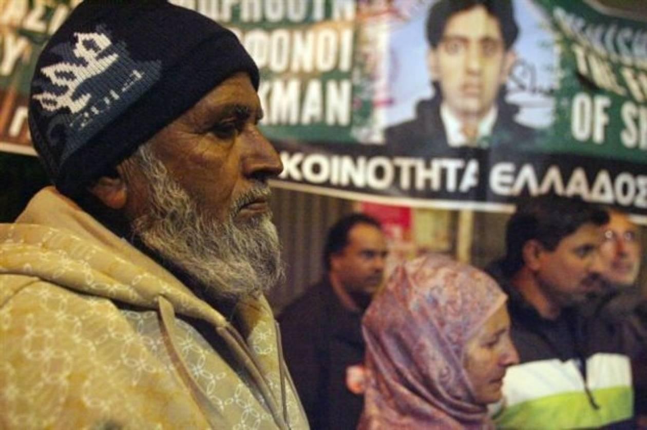 Συγκλονίζουν οι γονείς του Πακιστανού που δολοφονήθηκε στα Πετράλωνα
