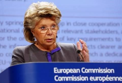 Η αντιπρόεδρος της ΕΕ ευχαριστεί τον Σνόουντεν για τις αποκαλύψεις του