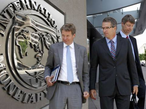 ΔΝΤ και Τρόικα ζητούν «αίμα»