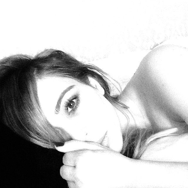 Kim-Kardashian-shared-black--white-morning-selfie