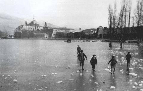 Σπάνιες φωτογραφίες: Δείτε την λίμνη των Ιωαννίνων παγωμένη το 1930!