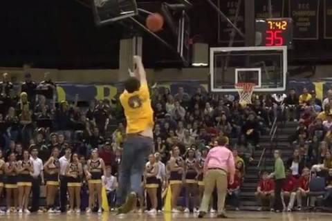 NCAA: Σκόραρε από το κέντρο και κέρδισε… (video)
