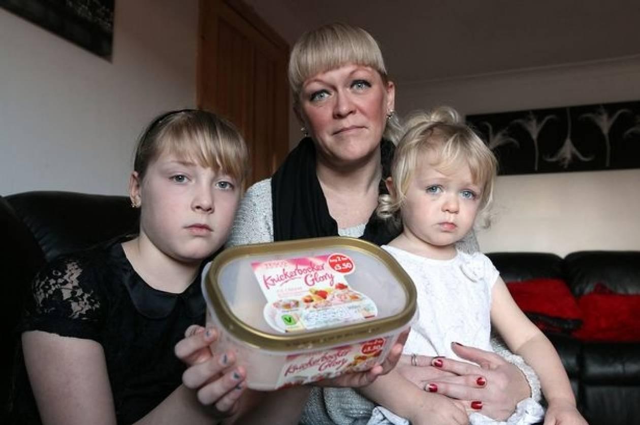 ΣΟΚ με επικίνδυνο προϊόν: Μητέρα αγόρασε παγωτό το οποίο είχε μέσα...