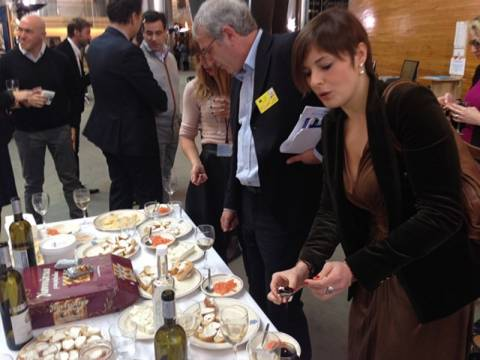 Γερμανός και Βέλγος ευρωβουλευτής κερνούσαν ηπειρώτικα προϊόντα