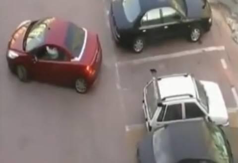 Η εκδίκηση της γυναίκας στο παρκάρισμα! (βίντεο)