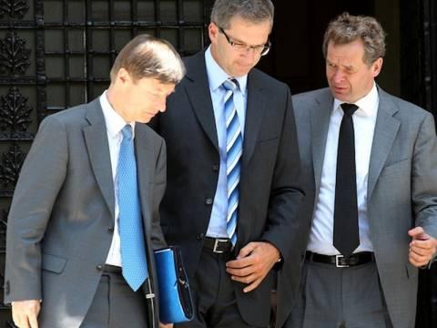 Χρηματοδοτικό «κενό» 14. δισ. βλέπει η τρόικα και ζητά νέα μέτρα